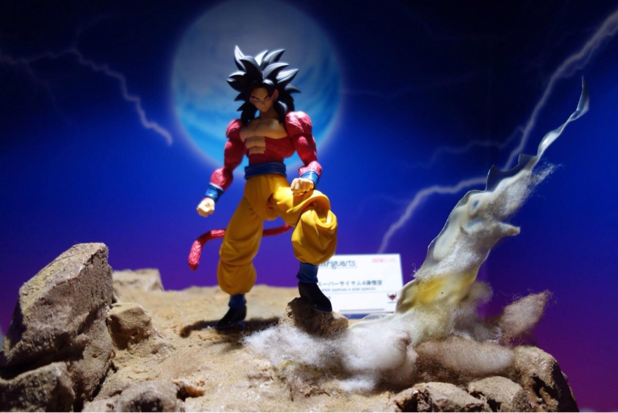 SH Figuarts Super Saiyan 4 Goku