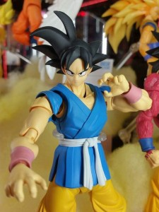 SH Figuarts Son Goku in his blue and yellow gi at Tamashii Nation 2015