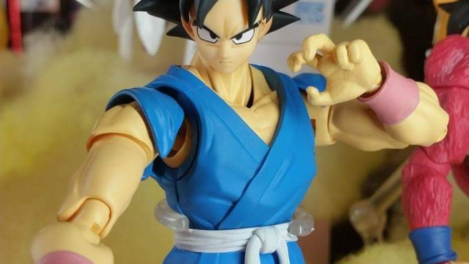 SH Figuarts Son Goku in his blue and yellow gi at Tamashii Nation 2015