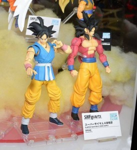 SH Figuarts Super Saiyan 4 Son Goku and alternate color gi Goku at Tamashii Nation 2015