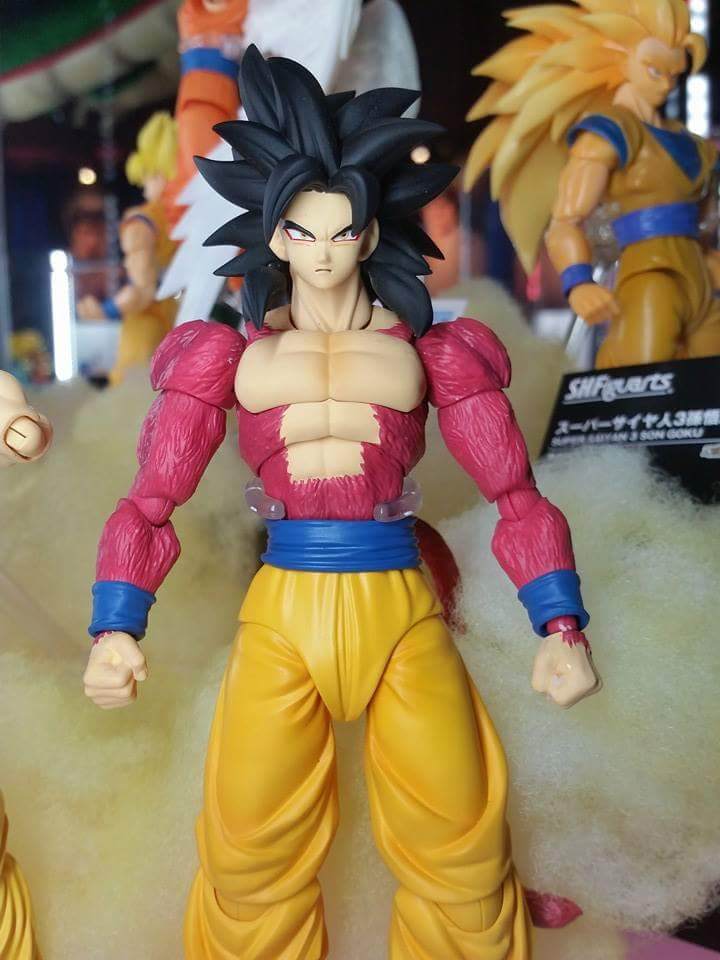 SH Figuarts Super Saiyan 4 Son Goku at Tamashii Nation 2015