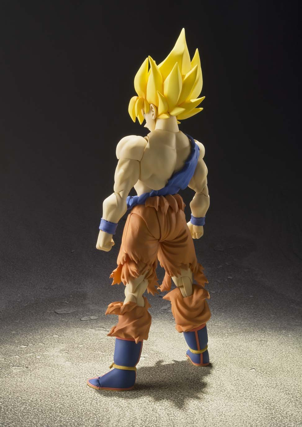 S.H. Figuarts – Super Saiyan Son Goku Warrior Awakening